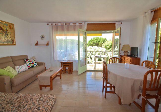 Apartamento en Palamós - ROYAL BE- A 150 M DE LA PLAYA DE LA FOSCA - AP. 4/6 PERS. CON PISCINA