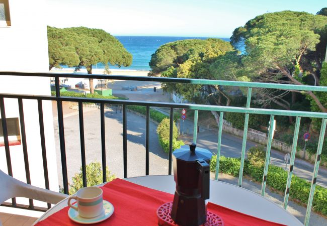 Apartment in Palamós - A23ª . STUDIO ON THE BEACH LA FOSCA - SEA VIEW - 2 PERS.